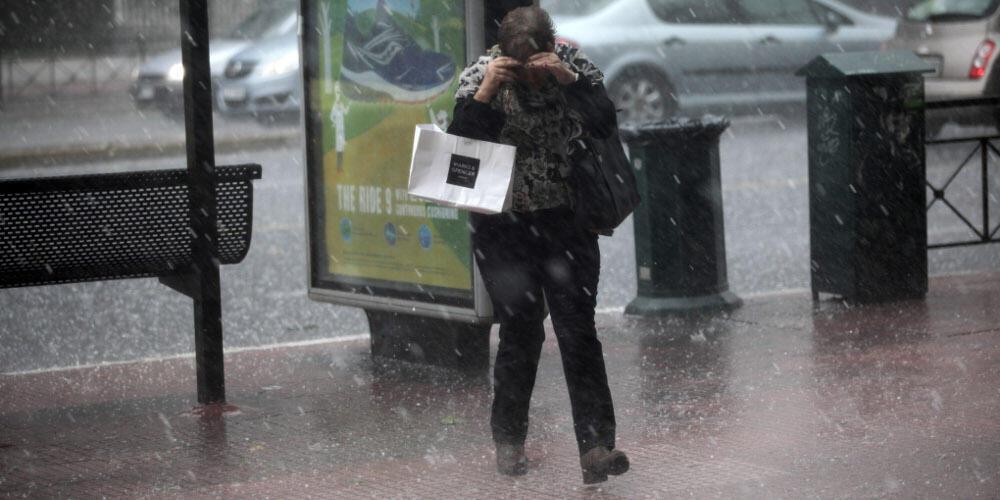 Τώρα: Ισχυρή χαλαζόπτωση και καταιγίδα στην Αττική