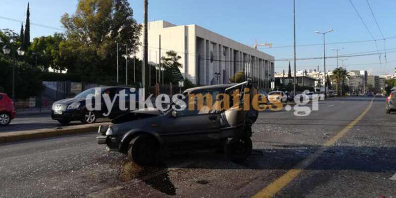 Εικόνες-σοκ από την καραμπόλα με 4 οχήματα στη Βασ. Σοφίας με τρεις τραυματίες