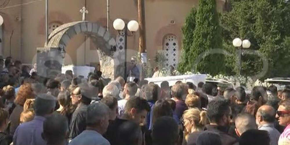 Γιατί Θεέ μου… Ράγισαν καρδιές στο τελευταίο αντίο στα δύο αδέρφια που σκοτώθηκαν στο τροχαίο της Αταλάντης
