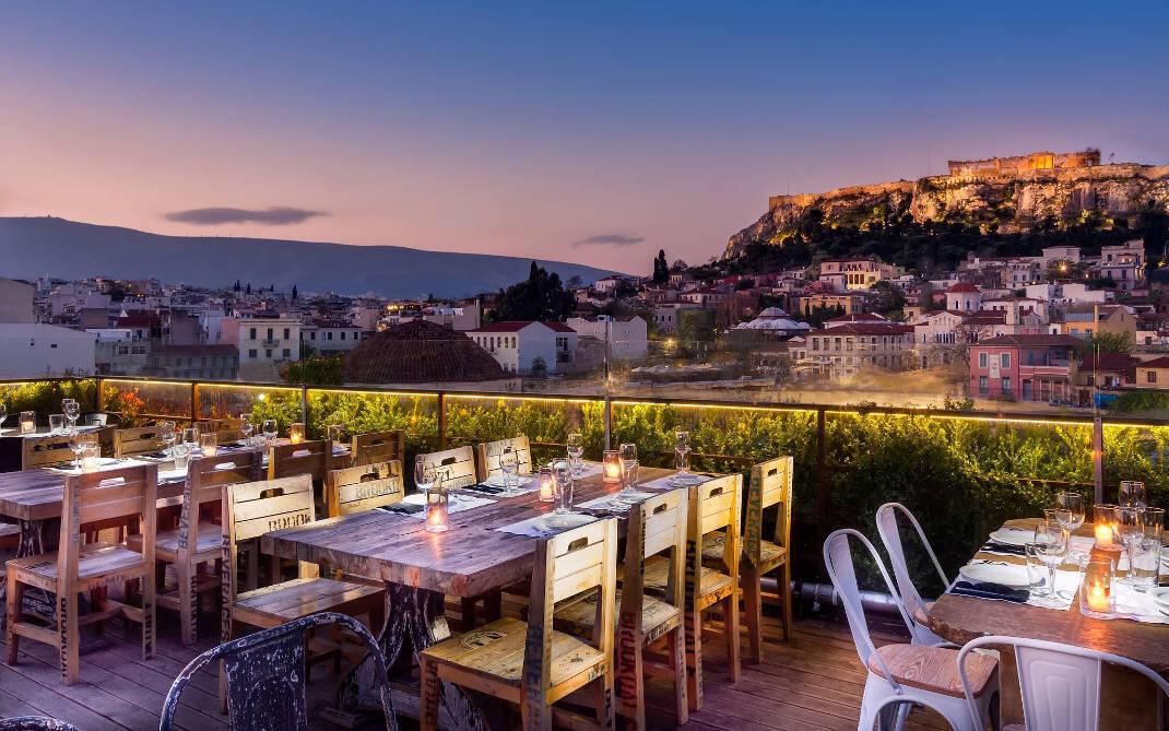 Mε υπέροχη θέα: Τρεις ταράτσες στην Αθήνα με ιδιαίτερη προσωπικότητα